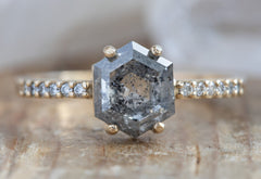The Willow Ring with a Grey Hexagon Diamond