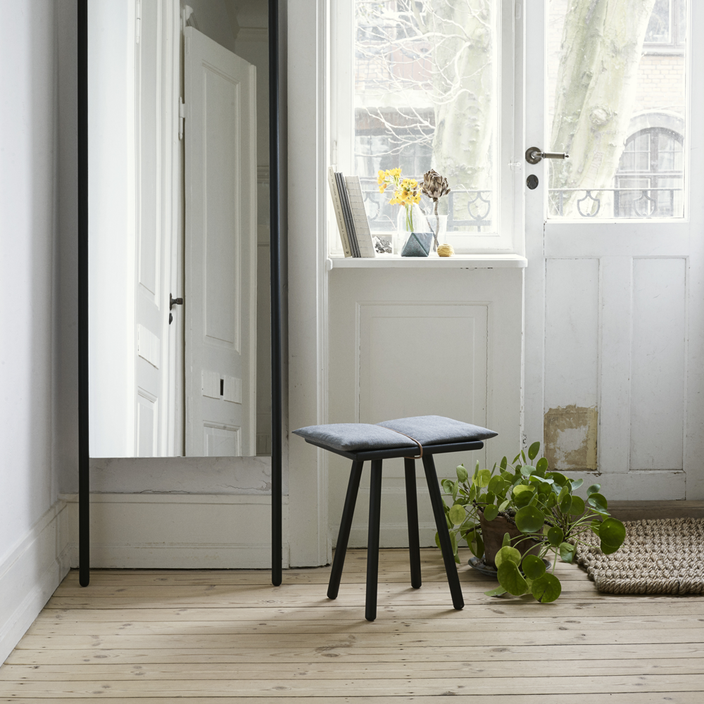 Georg Stool in Natural or Black Oak