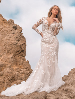 ARETTA LACE GOWN Thumbnail - Lurelly