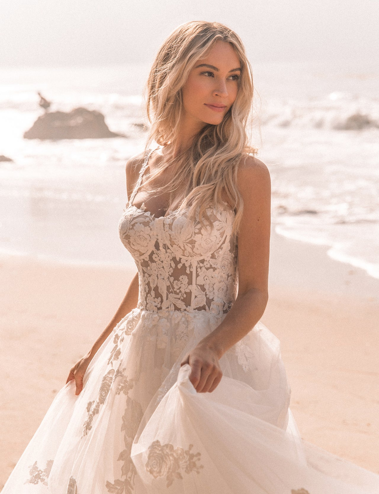 BELLA LACE GOWN - Lurelly