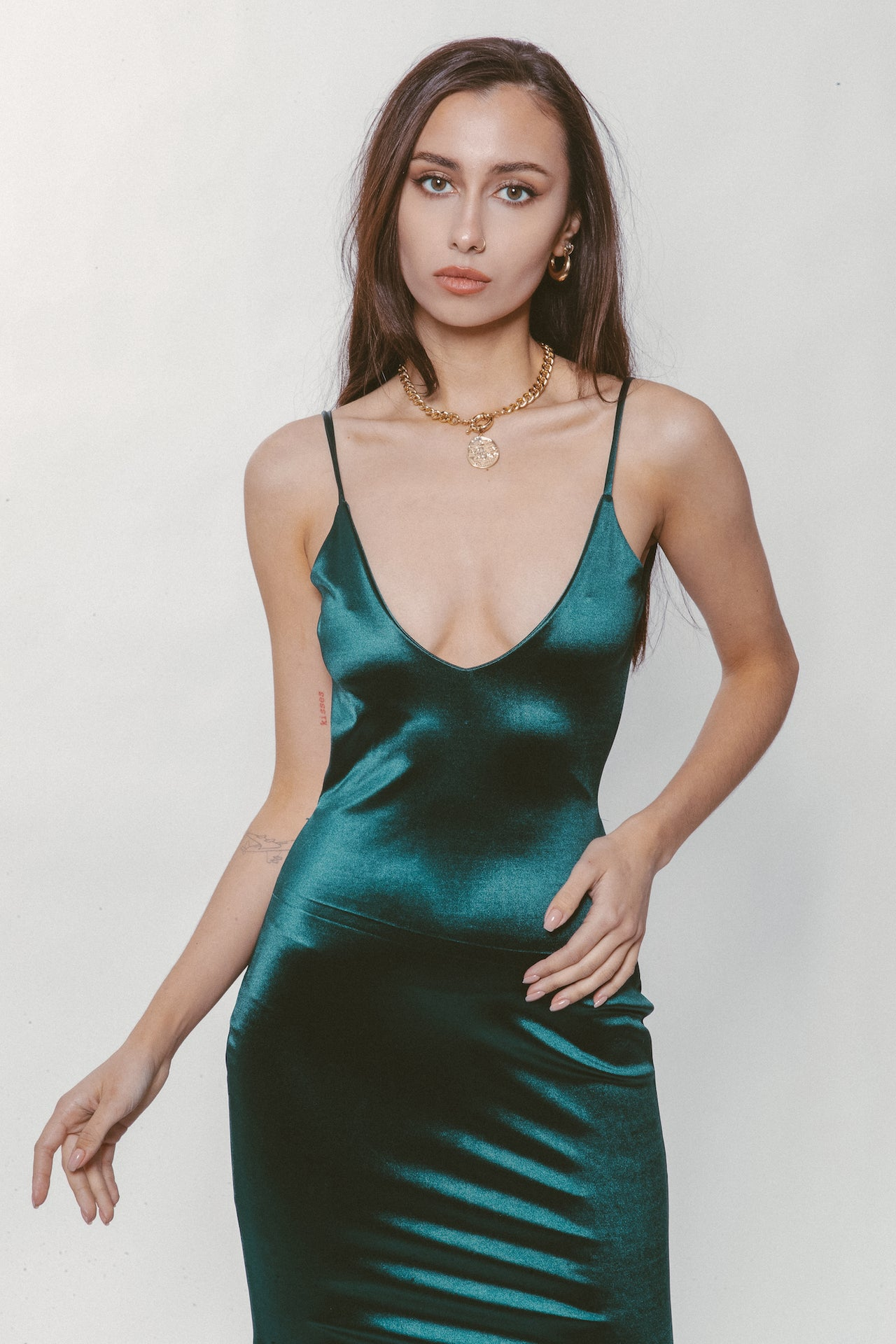 EMERALD BACKLESS GOWN - Lurelly
