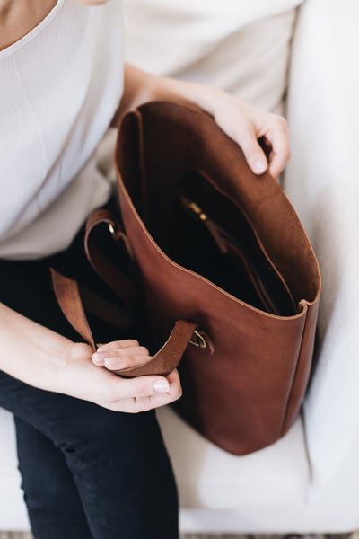 The Classic Tote in Caramel