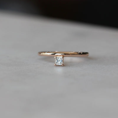 ASSCHER / DIAMOND RING