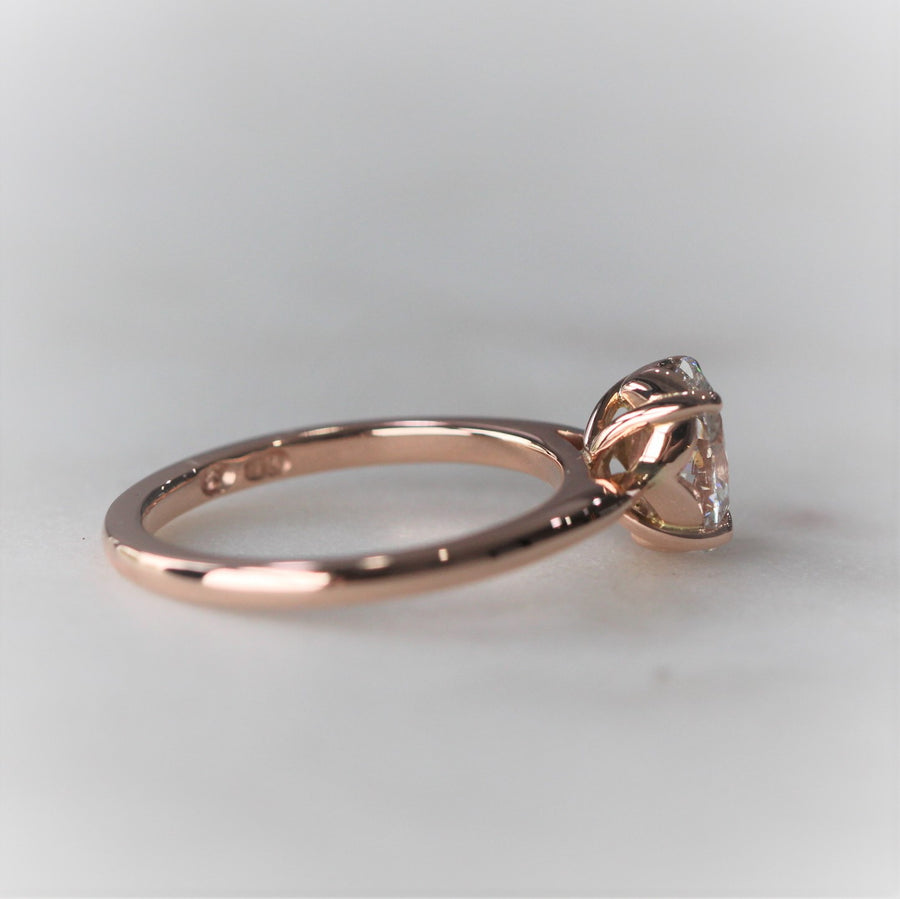 EMILY / OVAL MORGANITE RING