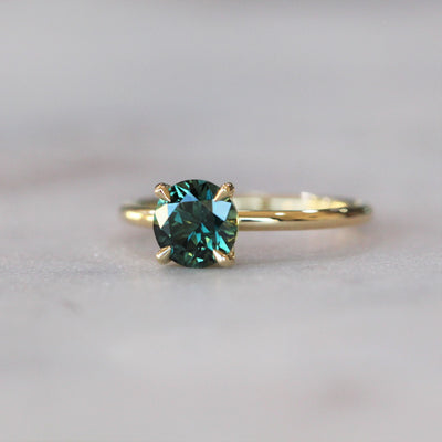 ROUND / TEAL AUSTRALIAN PARTI SAPPHIRE RING