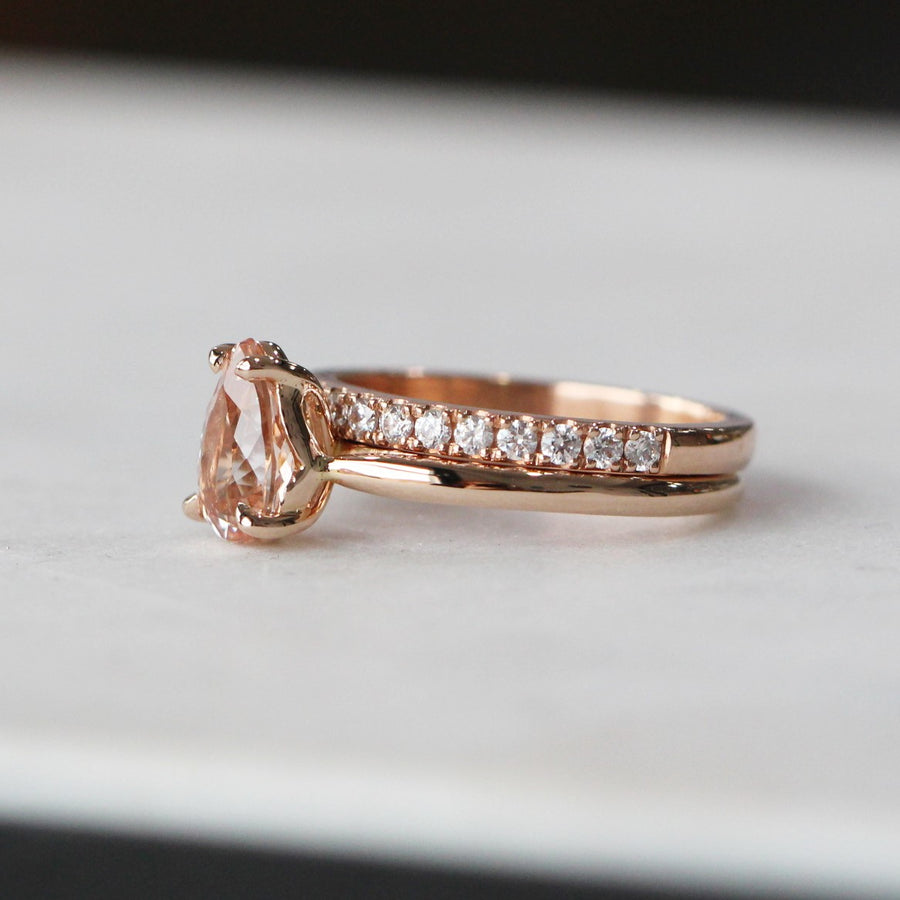 CINDY / PEAR MORGANITE RING