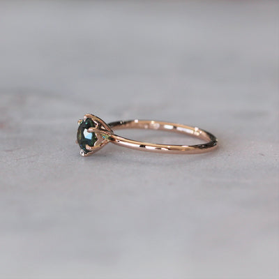 ROUND  / 6 CLAW TEAL PARTI SAPPHIRE RING