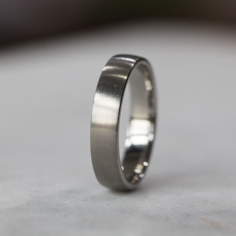 TITANIUM HALF ROUND / WEDDING BAND
