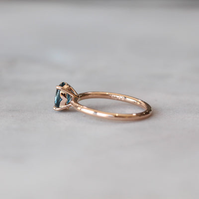 OVAL / BLUE SAPPHIRE RING