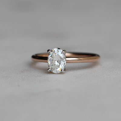OVAL / MOISSANITE SOLITAIRE RING