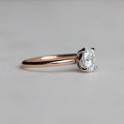 CLARA / MOISSANITE SOLITAIRE RING