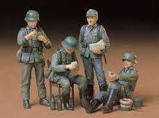 X0042 1/35 German Soldiers at Rest