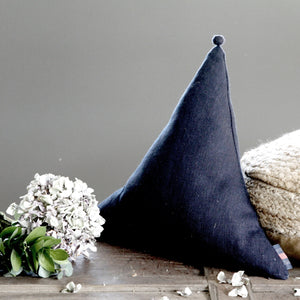 Triangle cushion - Midnight - Hop & Peck