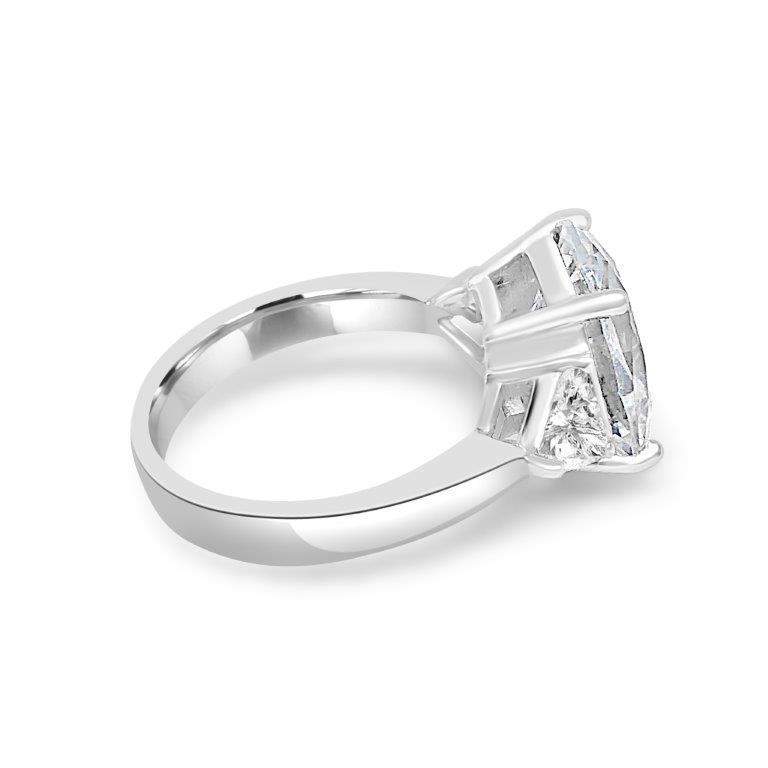 8CT Oval Diamond Veneer Cubic zirconia Three Stone Sterling Silver Ring. 635R13010