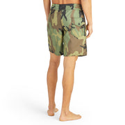 311BoardShorts_MENS_BOARDSHORTS-CLASSIC_CAMO_MA3311 on model back view