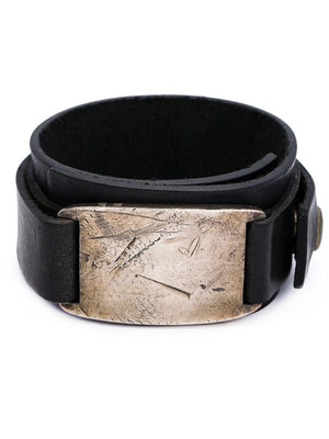 LEATHER BRACELET WITH METAL TAG