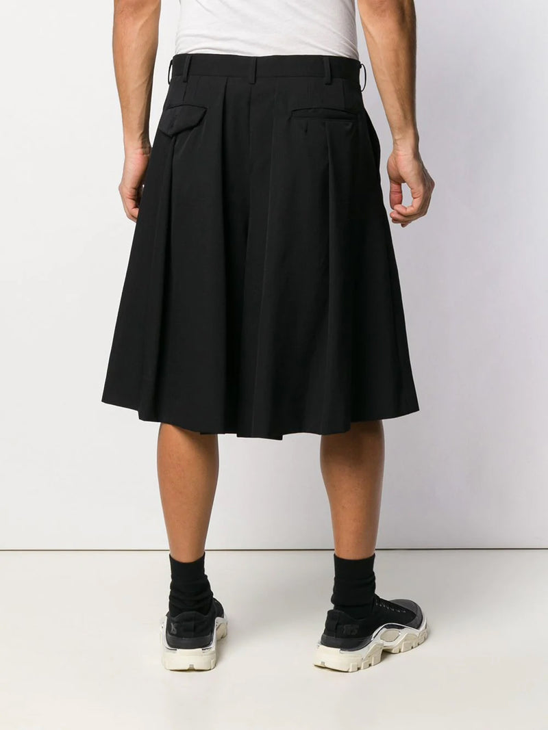 PLEATED SHORT WITH SLIT DETAIL