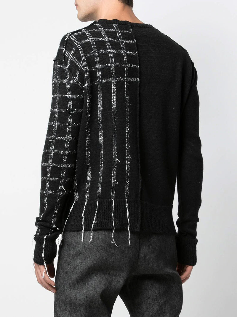 DISTRESSED ROUNDNECK SWEATER