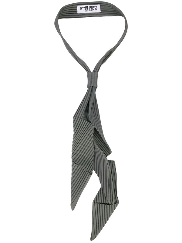 PLEATED ASSYMETRIC TIE