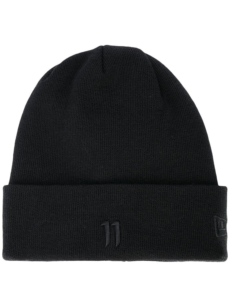 BLACK BEANIE WITH BLACK LOGO