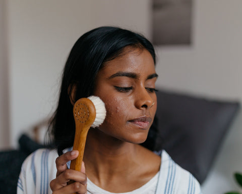 A Guide on Dry Brushing + How It Helps Your Skin