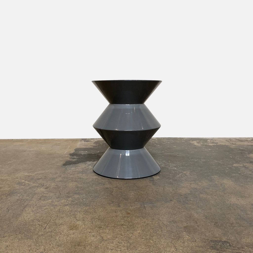 Minotti 'Cesar' Side Table by Rodolfo Dordoni - Glossy Gray Lacquer - Los Angeles - Modern Resale