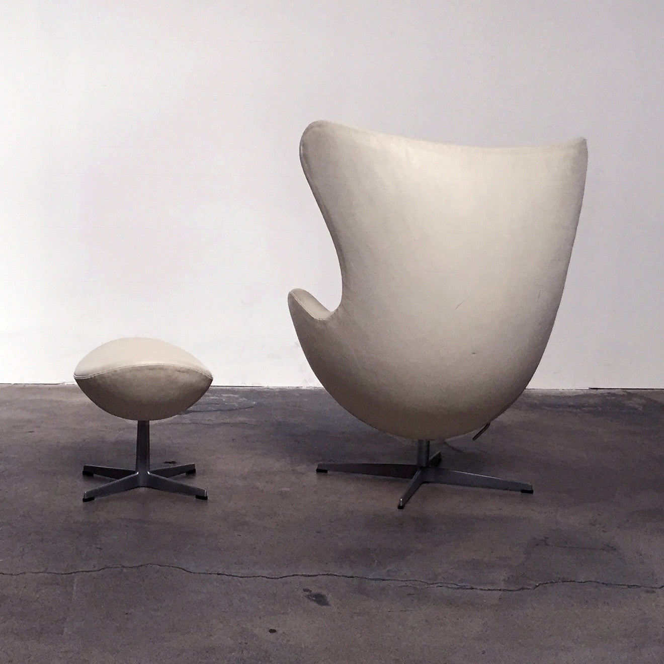 ... Fritz Hansen White Leather Egg Chair And Ottoman | Los Angeles ...