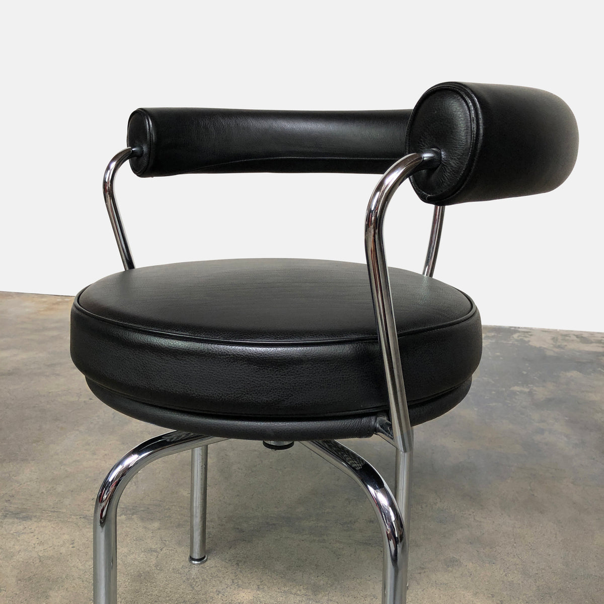 Cassina Le Corbusier Black Leather LC7 Swivel Chair Pierre Jeanneret