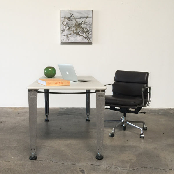 Soft Pad Management Chair with Pneumatic Lift
