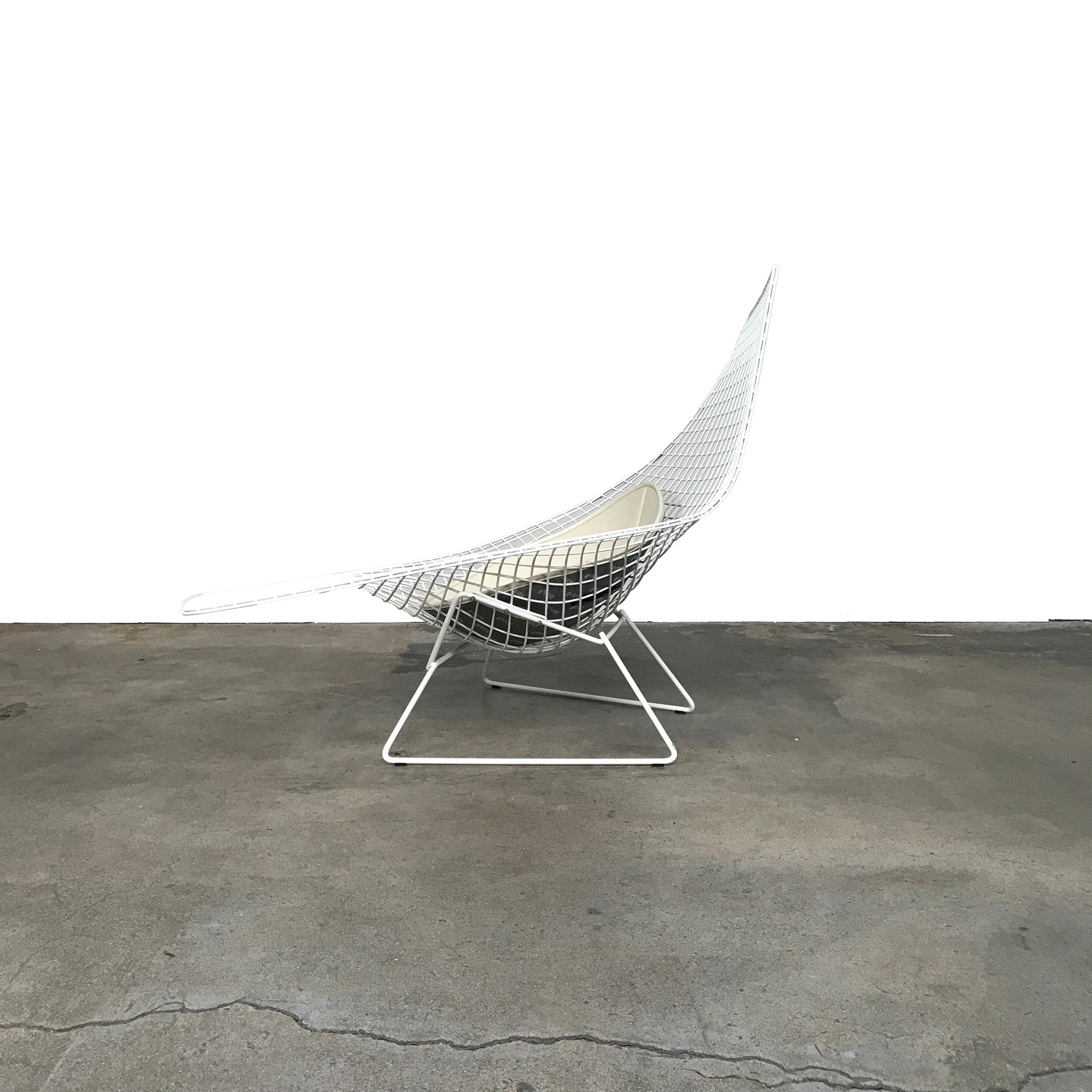 Knoll White Bertoia Asymmetric Chaise Harry Bertoia La