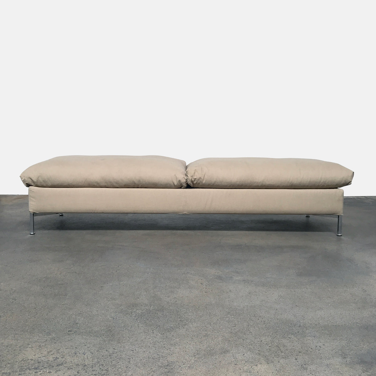 Living Divani Cream Fabric Box Daybed by Piero Lissoni | LA | Consign