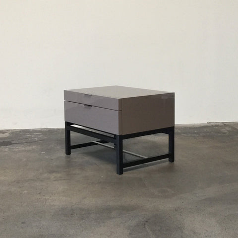 Minotti Taupe Lacquer Harvey Comodini Nightstand | Los Angeles Consign