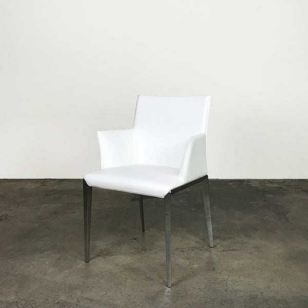 Molteni & Co White Leather Dart Armchair by Hannes Wettstein