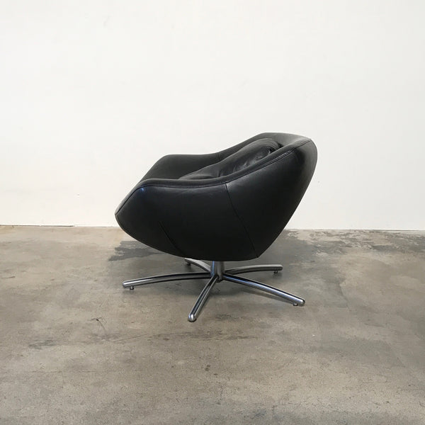 Dutch Brand - Label Gigi Swivel Armchair in Black Leather | LA