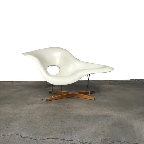 Vitra Charles and Ray Eames White La Chaise Lounge Chair | LA