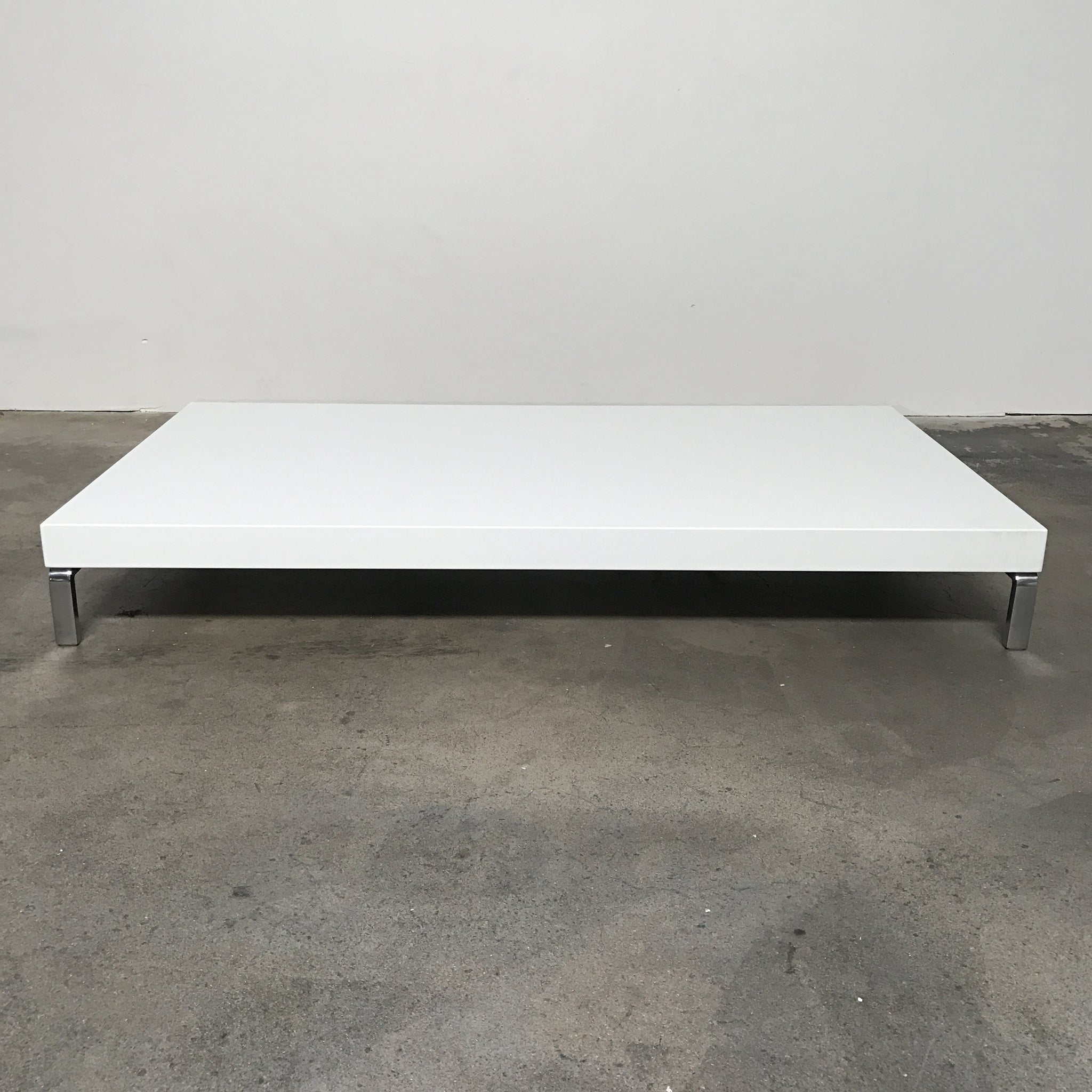 Exceptionnel Zanotta White Glossy Greggy Coffee Table By Emaf Projects ...