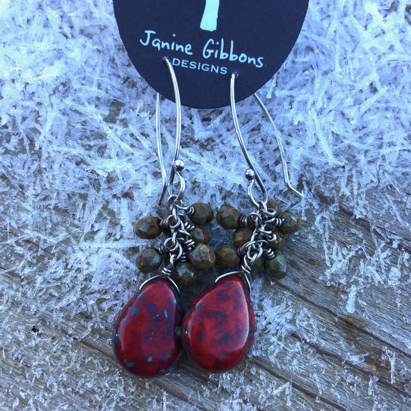 Beaded Cluster With Drop - Pine/Red