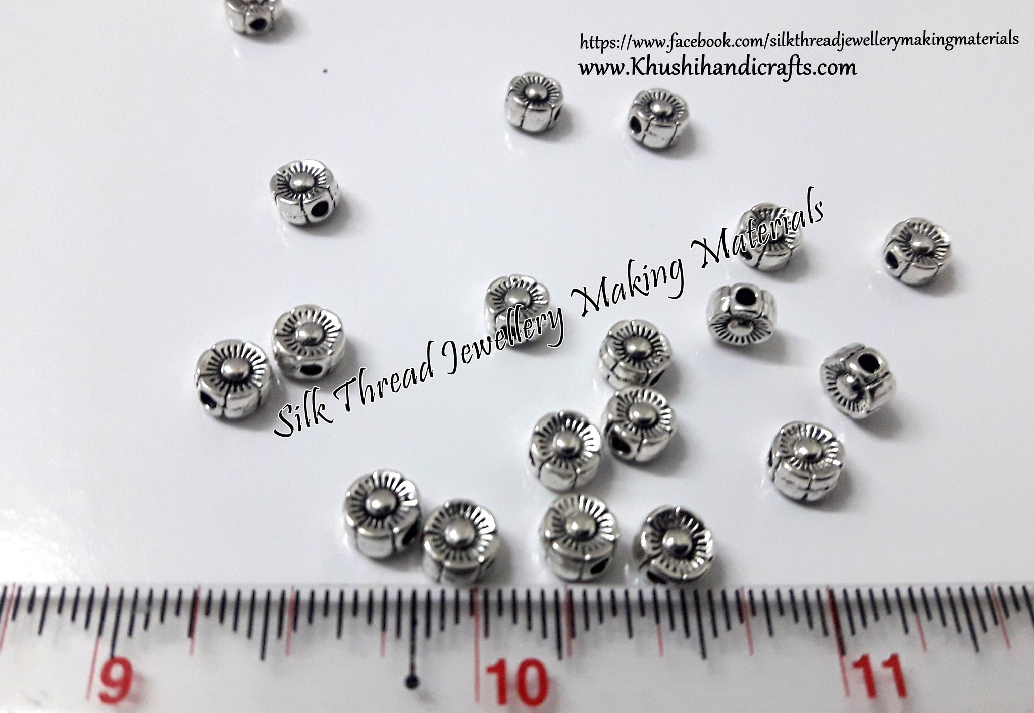 Flower spacer bead