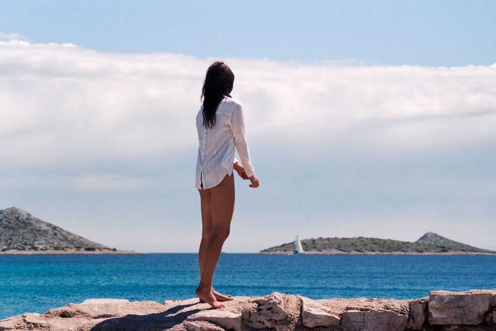 girl wearing a shirt by the coast