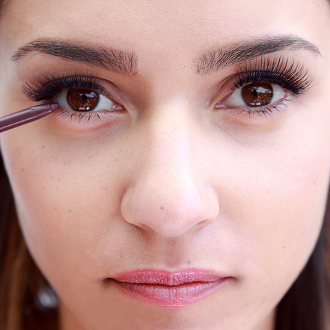 """210972d602b Tightlining, also known as """"invisible eyeliner"""" is the secret to making  your lashes look instantly fuller and gives a sexy, smoldering look to the  eyes."""