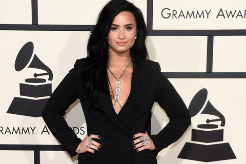 Demi Lovato Grammys 2016 Thrive Causemetics