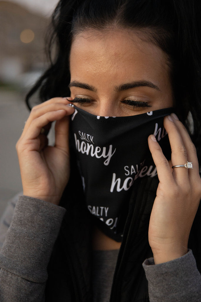 SALTY HONEY NECK GAITER