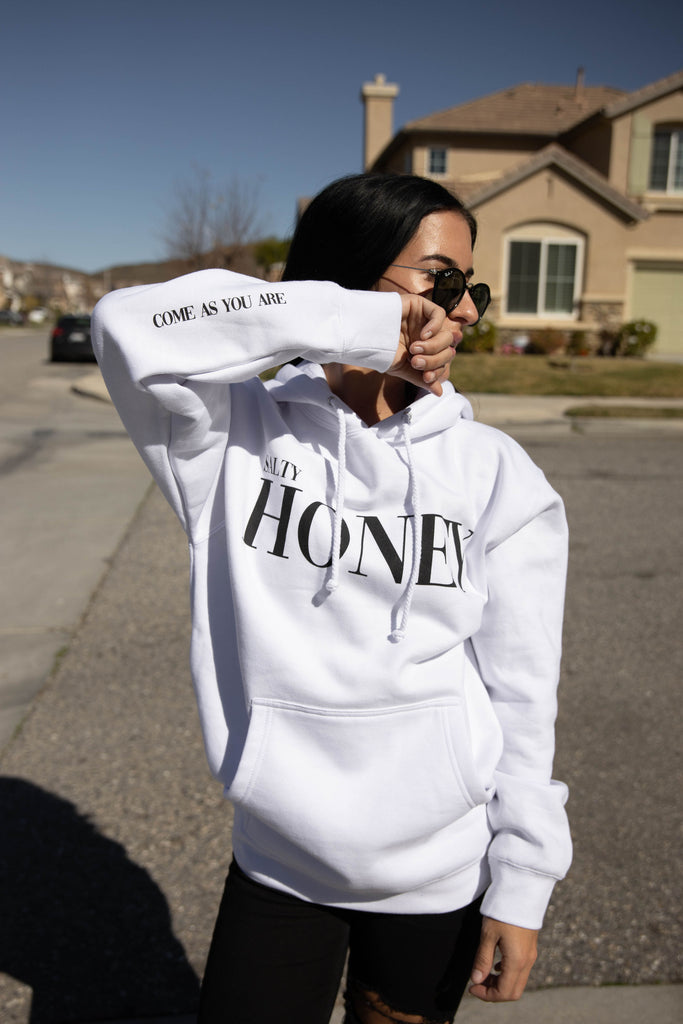 PULLOVER HOODIE in WHITE