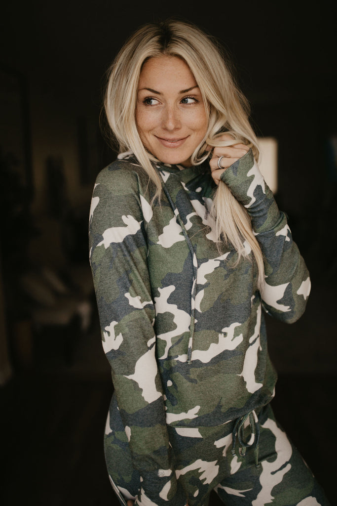 Lounge Pullover in Camo