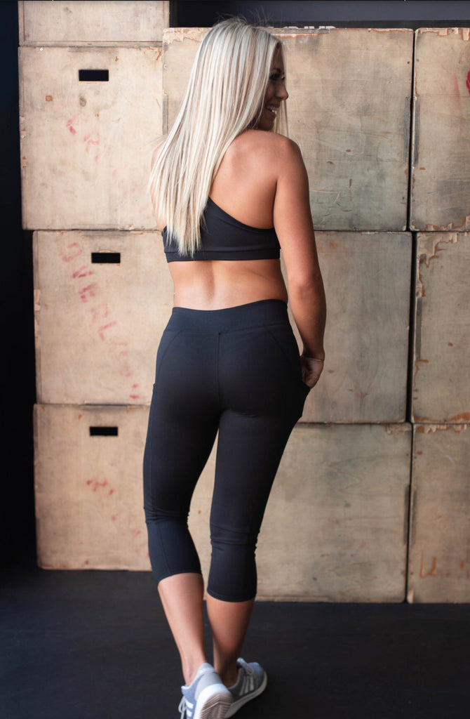 STRENGTH mid rise crop