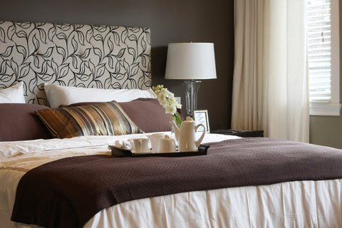 hotel bed, bedspread, bed sheets