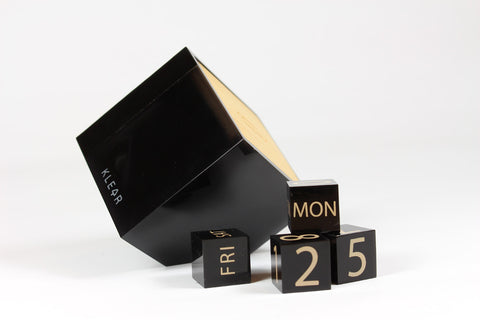 Gravity Clip Calender