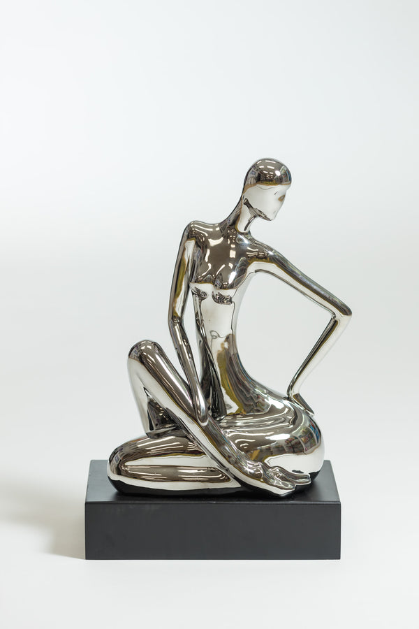 Elegant Woman (sitting) -Platino Collection