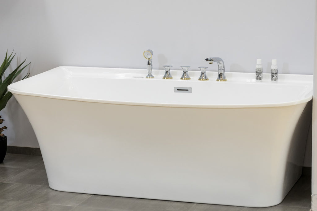 "Quadro Modern Bathtub w/faucet 67"" - Nouveau Collection"