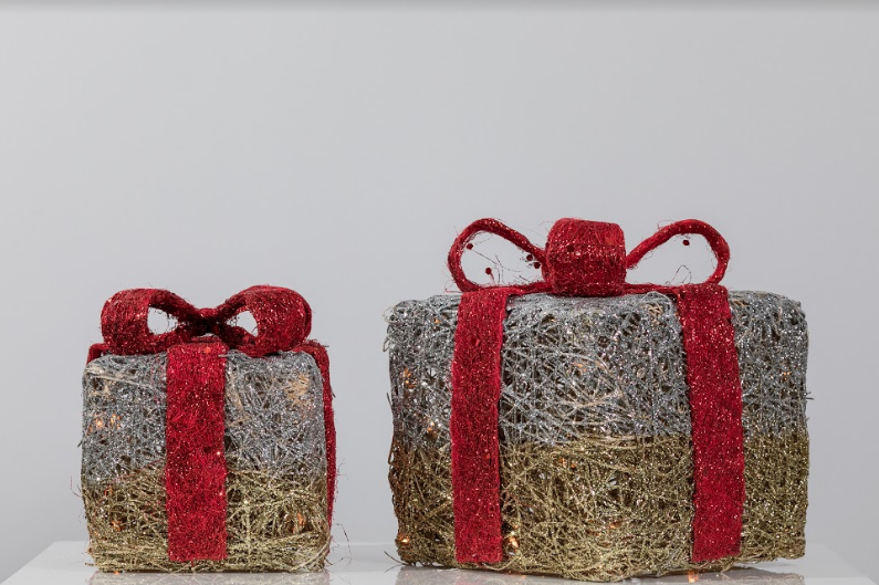 "Set of 2 Rattan Gift boxes (8"" & 10"") - Gold/Silver & Red Bow"